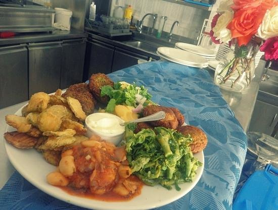 Lefkiano Restaurant : Vegetarian platter for 2 or 4 people! # Lefkiano