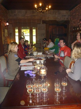 Waverley Estate: The beautiful LONG table in the tasting room