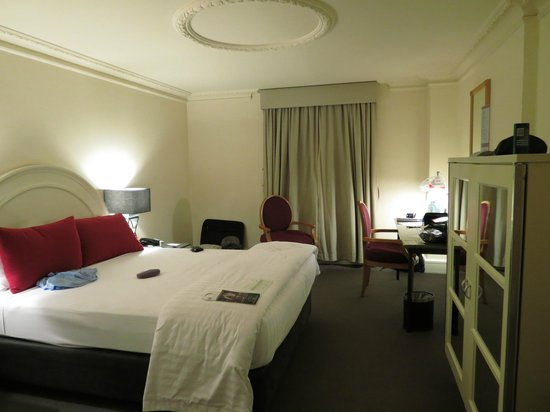 Vibe Savoy Hotel Melbourne : queen size with ensuite