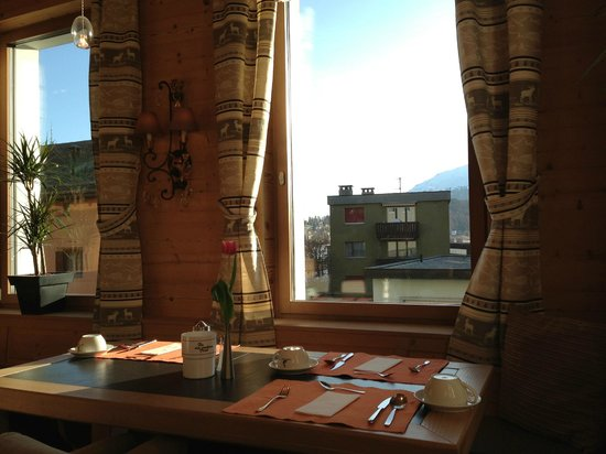 Hotel Piz St. Moritz: Breakfast with the view