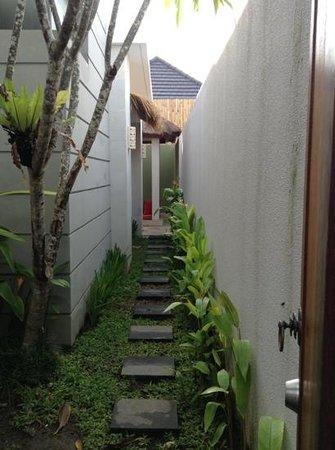 Jas Boutique Villas: pathway