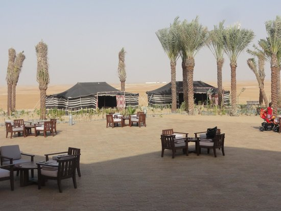 Tilal Liwa Hotel: The Bedouin tents behind the pool in which to relax