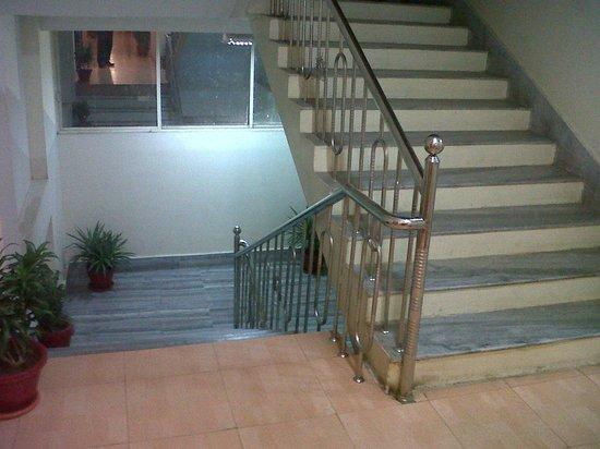 Hotel Barjorjis Banjara: Staircase