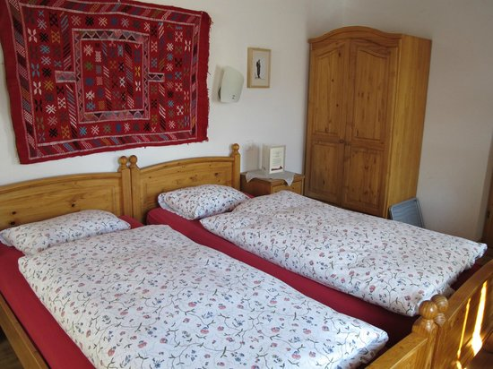 Hotel Bahnhof: Twin Bed Room with great balcony