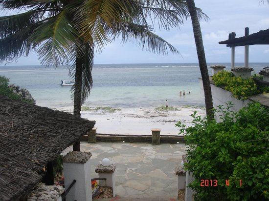 Leopard Beach Resort & Spa: Beach view