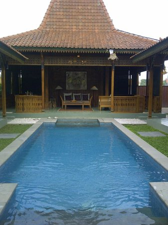 Villa Berawa : Pool and Dining Room