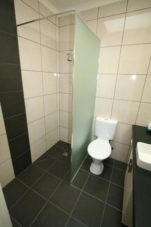 Best Western Hamilton Lakeside Motel: 4 Star Suite Bathroom of 2nd Room
