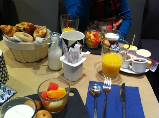 Hotel Tour d'Auvergne: Breakfast time