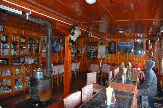 Hotel Khangri: The dining room.