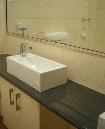 Best Western Hamilton Lakeside Motel : Standard Room Bathroom