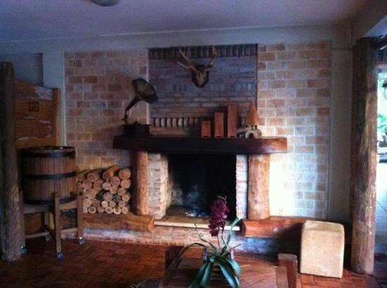 Pousada Sonho Meu Foz: beautiful fire place in dining room