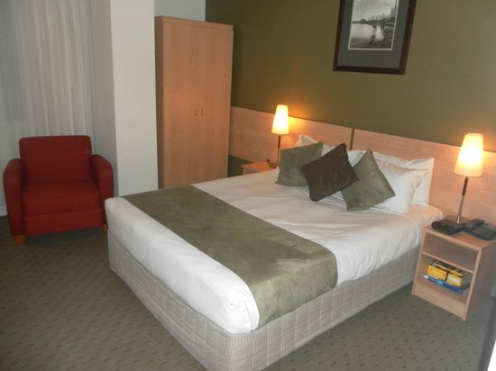 The Crossley Hotel: Bed