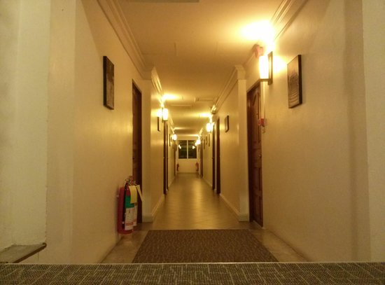 The Yorkshire Inn Hotel, Bar & Restaurant: corridor