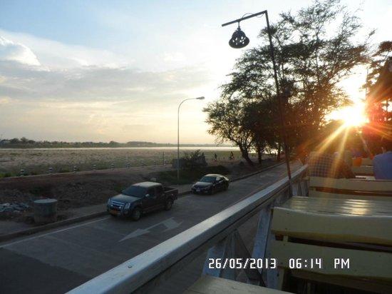 Mekong Sunshine Hotel: mekong in distance!