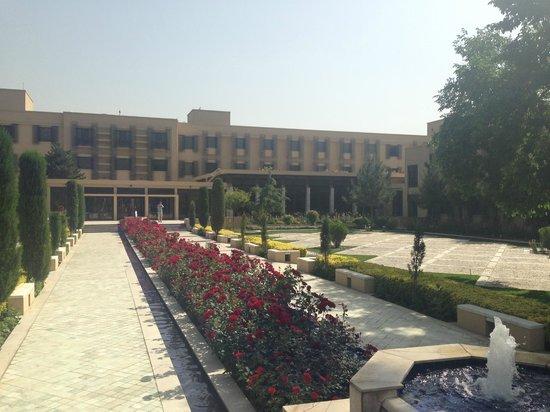 Kabul Serena Hotel: Well kept gardens