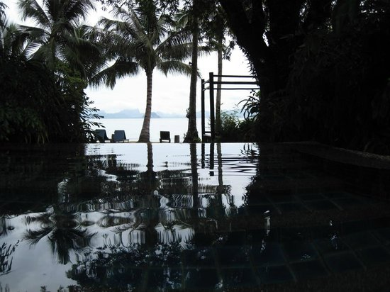 Paradise KohYao: in the pool looking out to the beach area