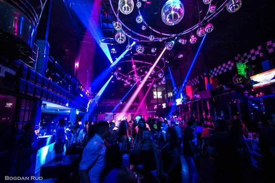 The Pier Disco Club: World Class Lighting !