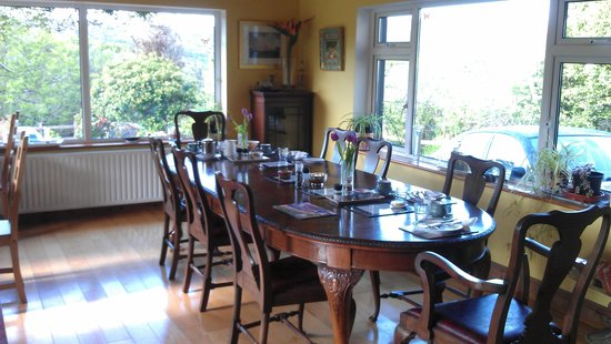 Sharamore House B&B: Breakfast room overlooking the bay
