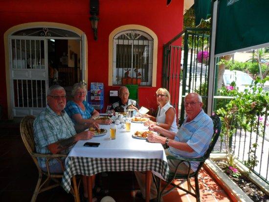 Lainey's Bar & Bistro: Enjoying Sunday Lunch