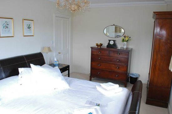 Abbey House Bed and Breakfast: luxury room