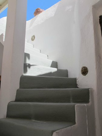 Zoe Aegeas Traditional Houses: Split Level/ Stairs To Terrace