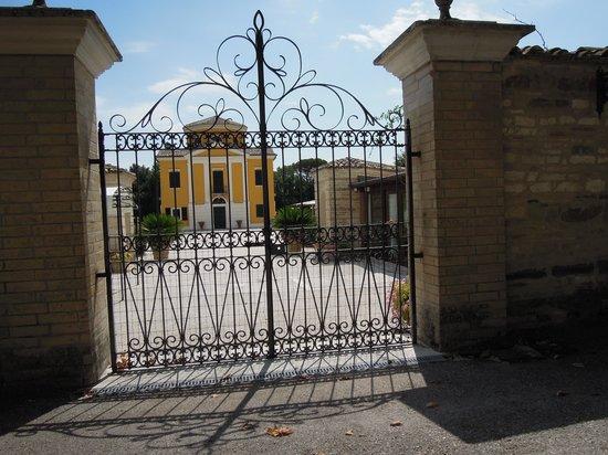 Villa Collio Relais: Villa Collio - San Severino Marche (Cancellata di un ingresso)