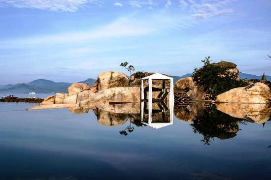 An Lam Ninh Van Bay Villas: Infinity pool