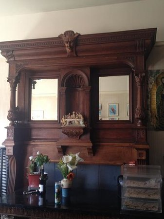 Boca del Cielo Inn: awesome mantel in house