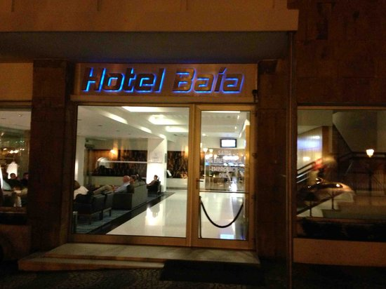 Hotel Baia @ Night - View in to lobby