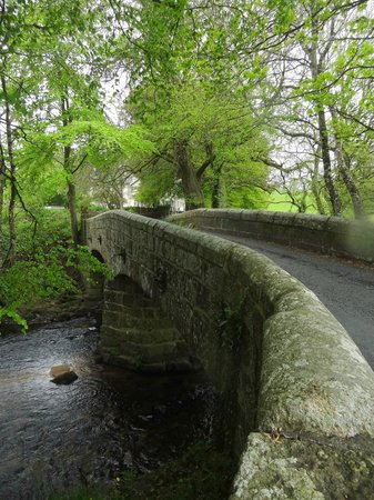 Mill End Hotel: Bridge on the way to Chagford