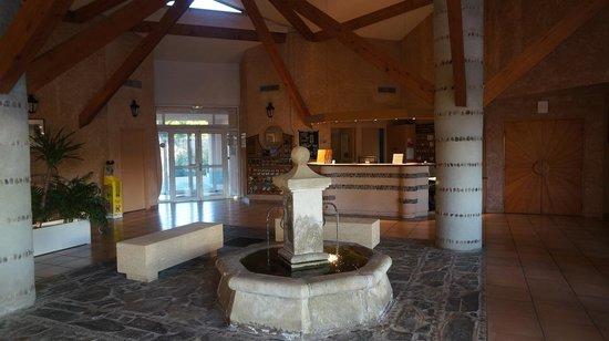 Hotel du Village Catalan : Receptionen som såg ut som den låg i ett Romersk tempel...