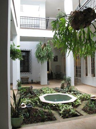 Hostal Convent Santa Brigida: -