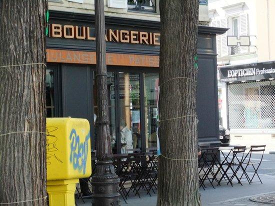 Hotel du Roi Rene : Neighbouring boulangerie-patisserie