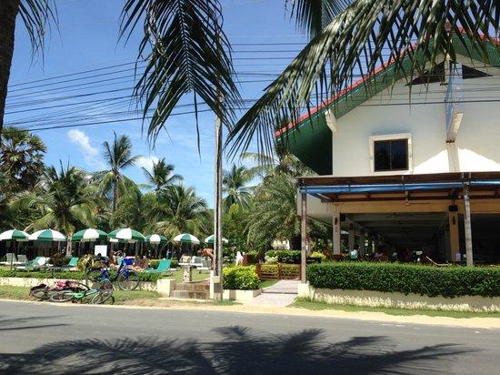 Dolphin Bay Resort: front