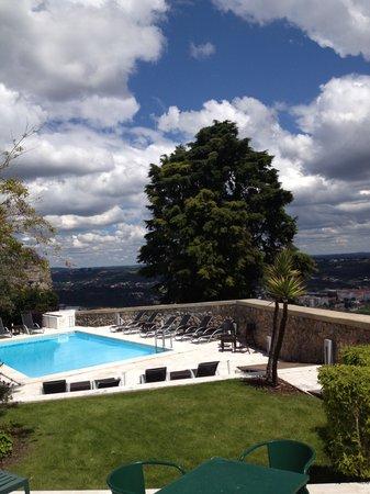Pousada de Ourem - Fatima Historic Hotel : piscina vista magnifica