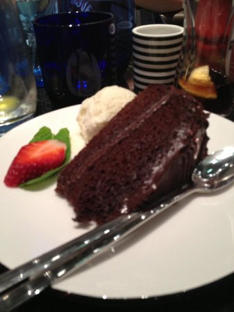 Pizza Express : Chocolate cake (looks better than it taste)