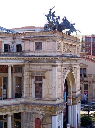 Politeama Palace Hotel: Politeama Garibaldi: dettaglio dell'Arco di Trionfo..
