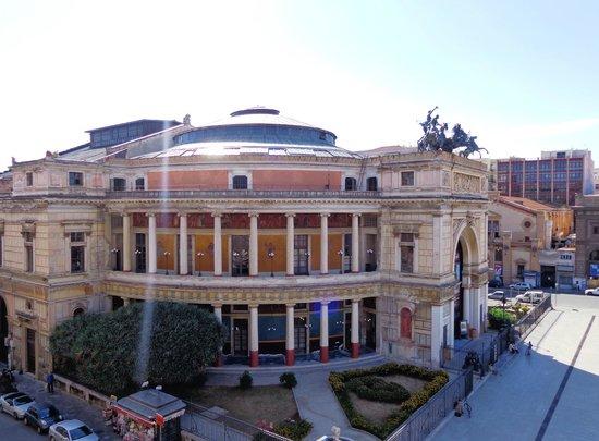 Politeama Palace Hotel: Politeama Garibaldi: Colonne e affreschi Pompeiani.