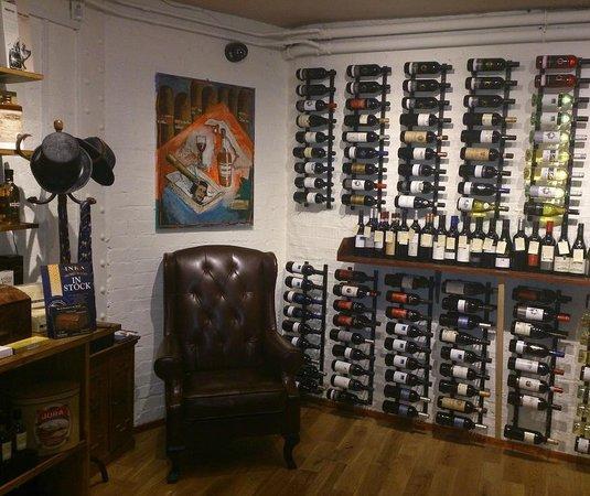 Robert Graham Ltd Est 1874: Indoor Cigar Sampling Lounge in Cambridge