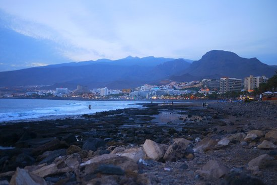 Pure Riders Surf camp: Playa de las Americas by night