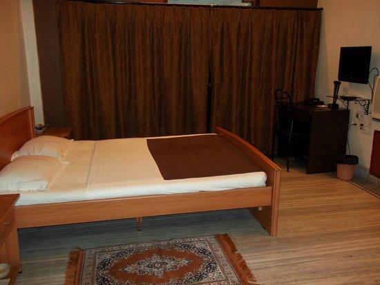Emerald Residency: Room