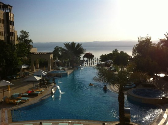 Jordan Valley Marriott Resort & Spa: View from the terrace overlooking the pool