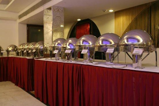 Hotel Grand Westend: Dinning