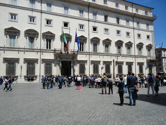 Hotel Nazionale: Journalists awaiting officials