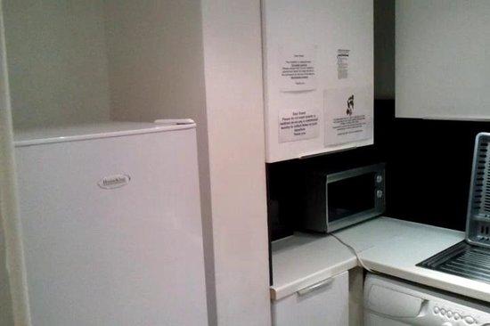 Alcove Apartments: Kitchen