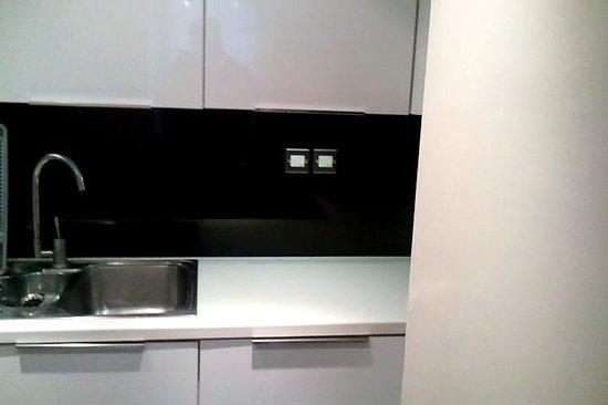 Alcove Apartments: Kitchen 2