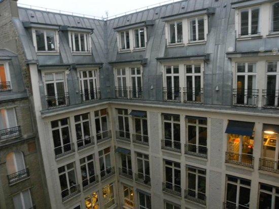 Hotel Daunou Opera: Vista dei tetti dalla stanza
