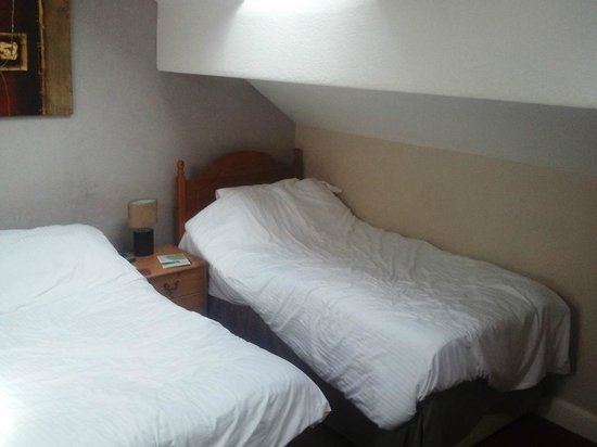 Thornbank Guest House: room beds