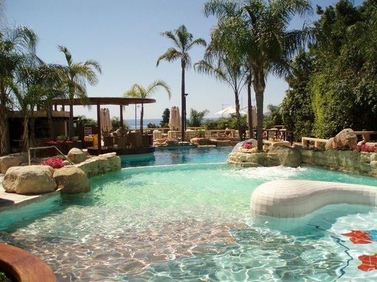 Four Seasons Hotel: Swimming pool