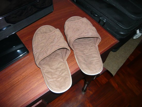 Best Western Vientiane Hotel: Tatty slippers